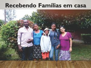 Recebendo famílias em casa - Ministerio na África - Carrosel site -